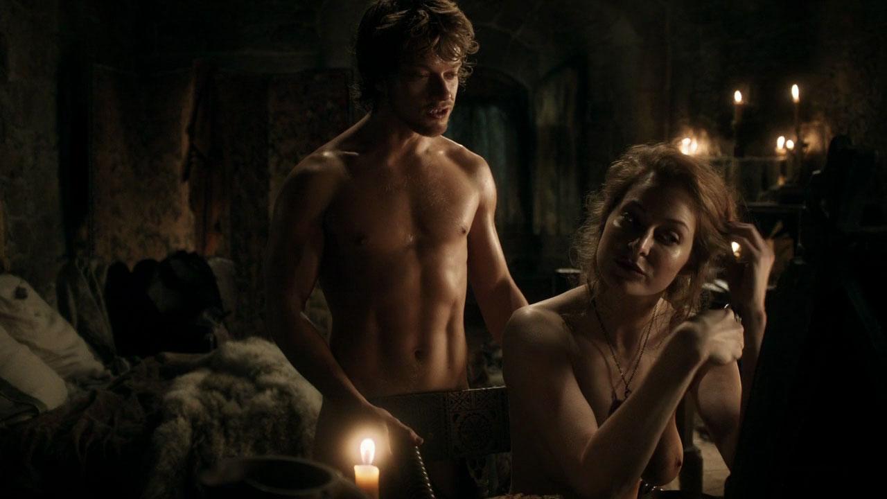 Кто смотреть эротические сцены игра престолов вот