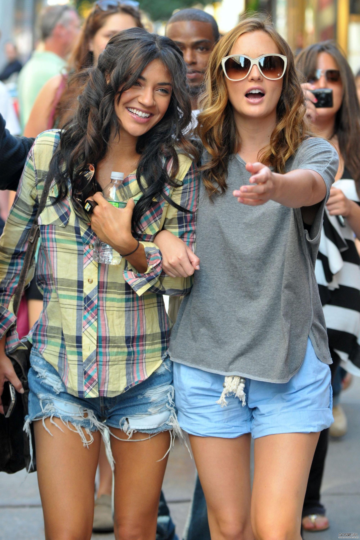 Фото девушек в джинсах и шляпе 19 фотография