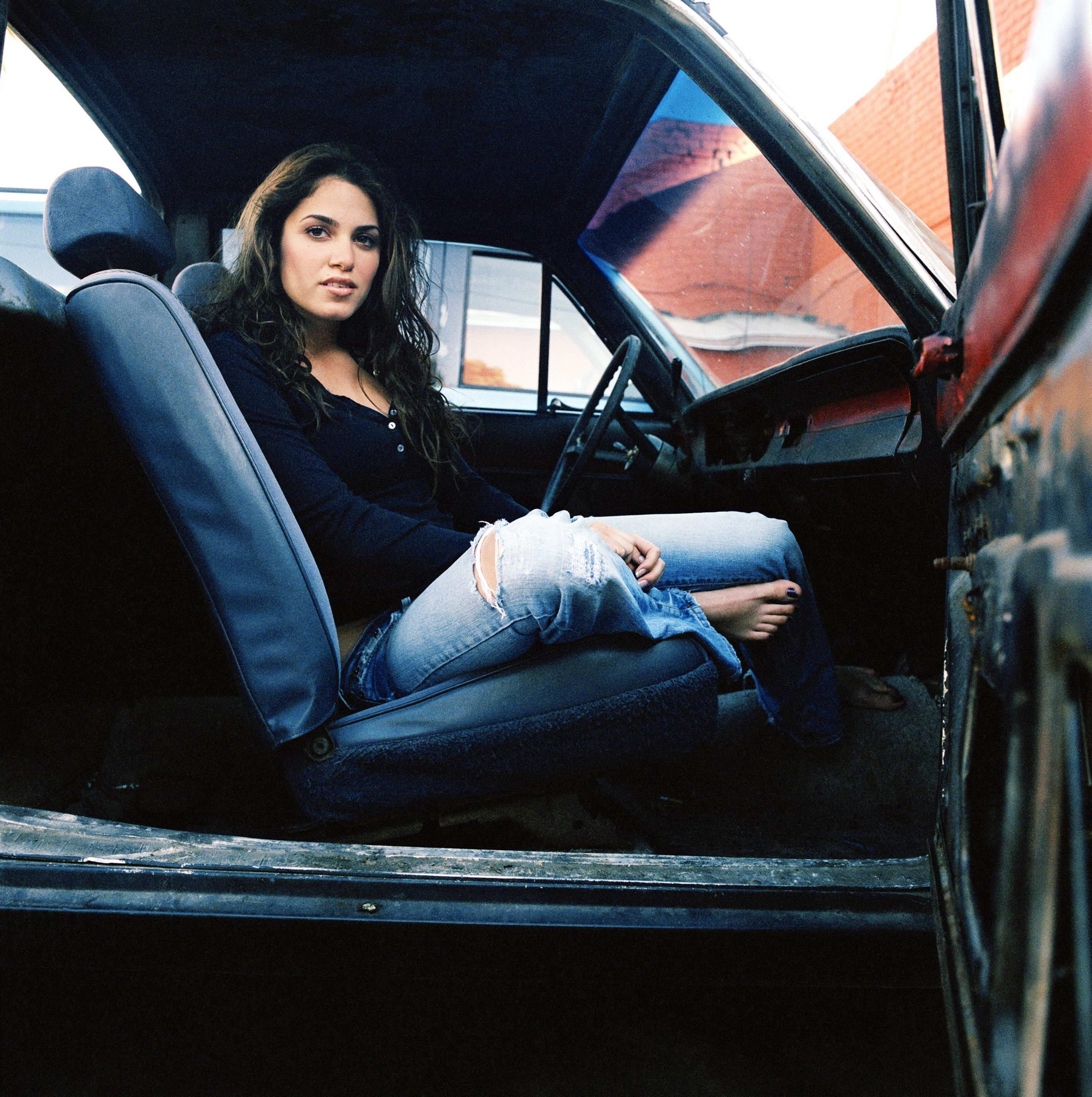 Фото девушек в машине сзади 24 фотография