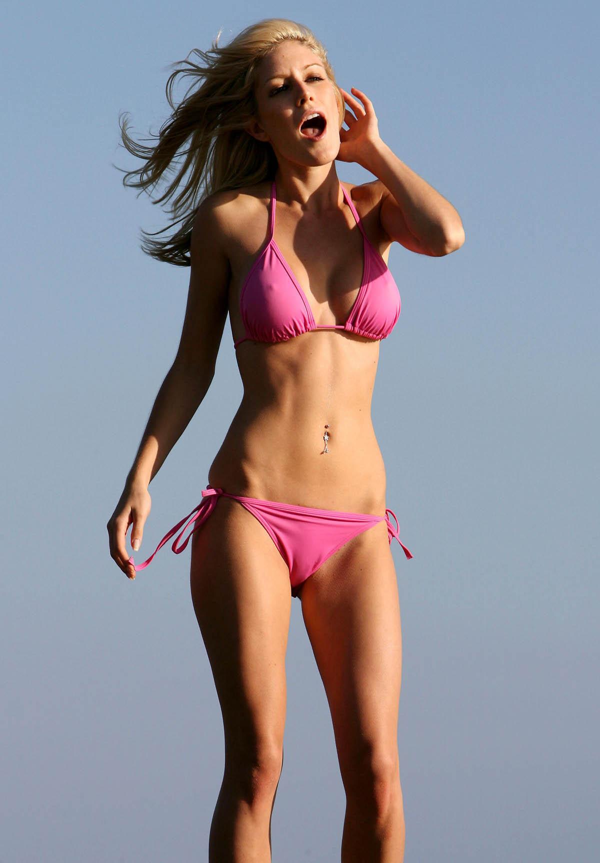 Фото девушек в розовых мини бикини 25 фотография