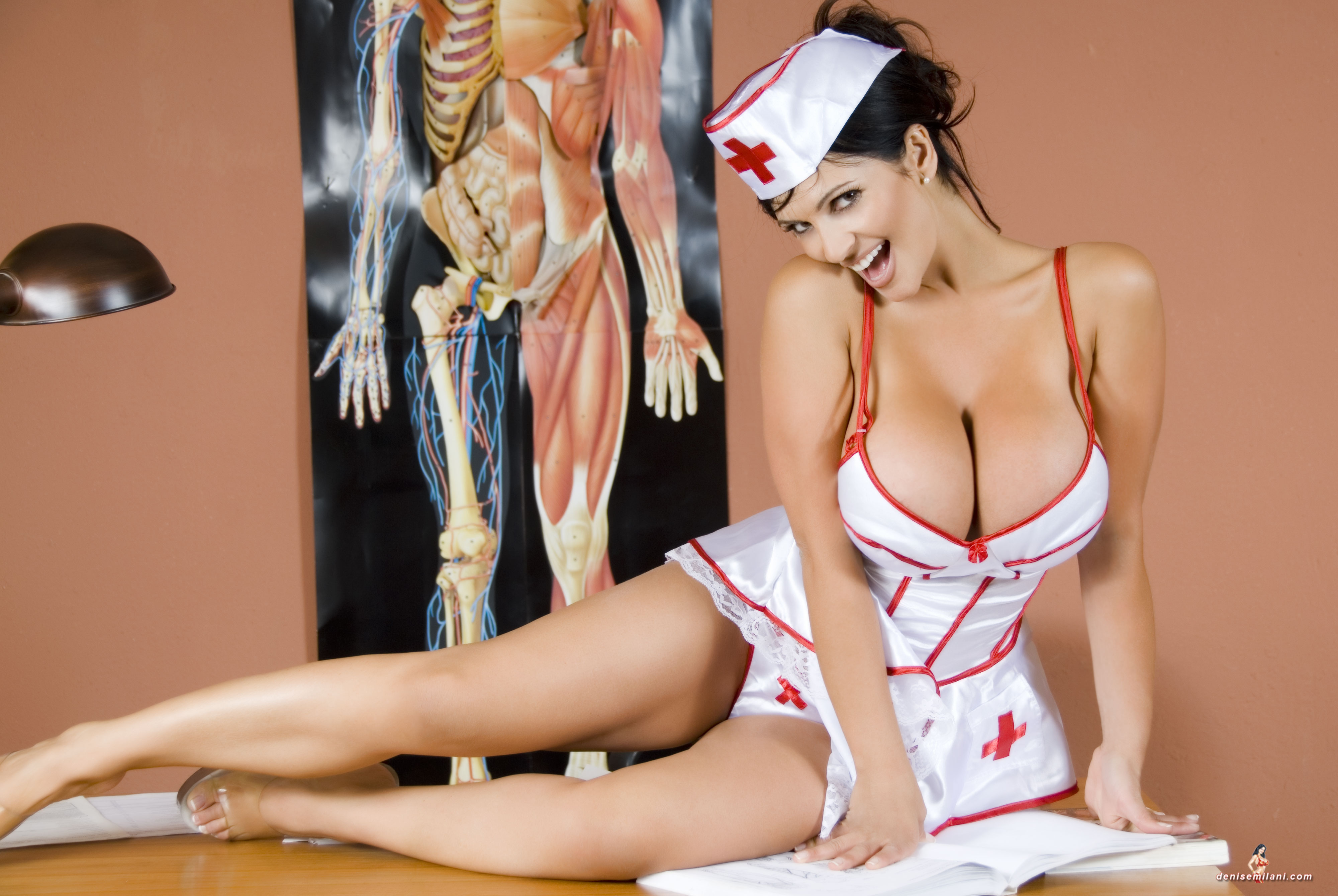 смотреть онлайн порно трахнул медсестру