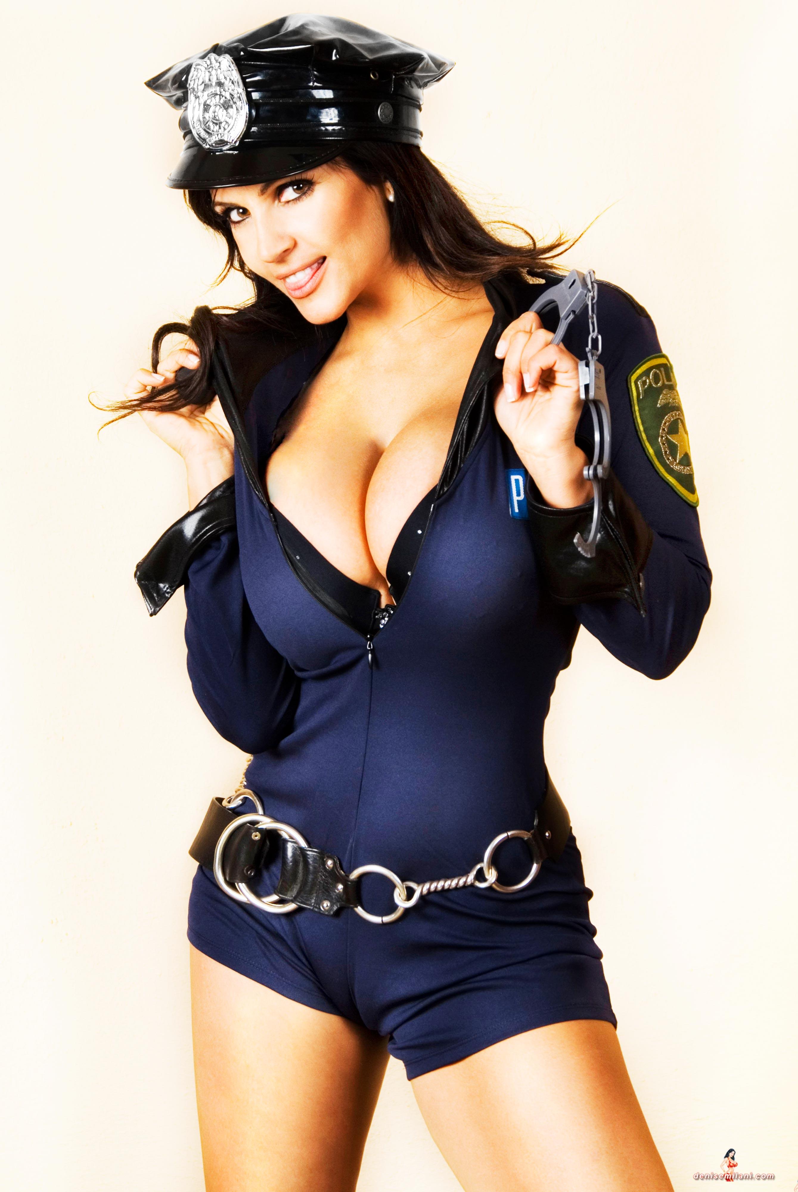 Фото молодых девочек в костюмах полиции 13 фотография
