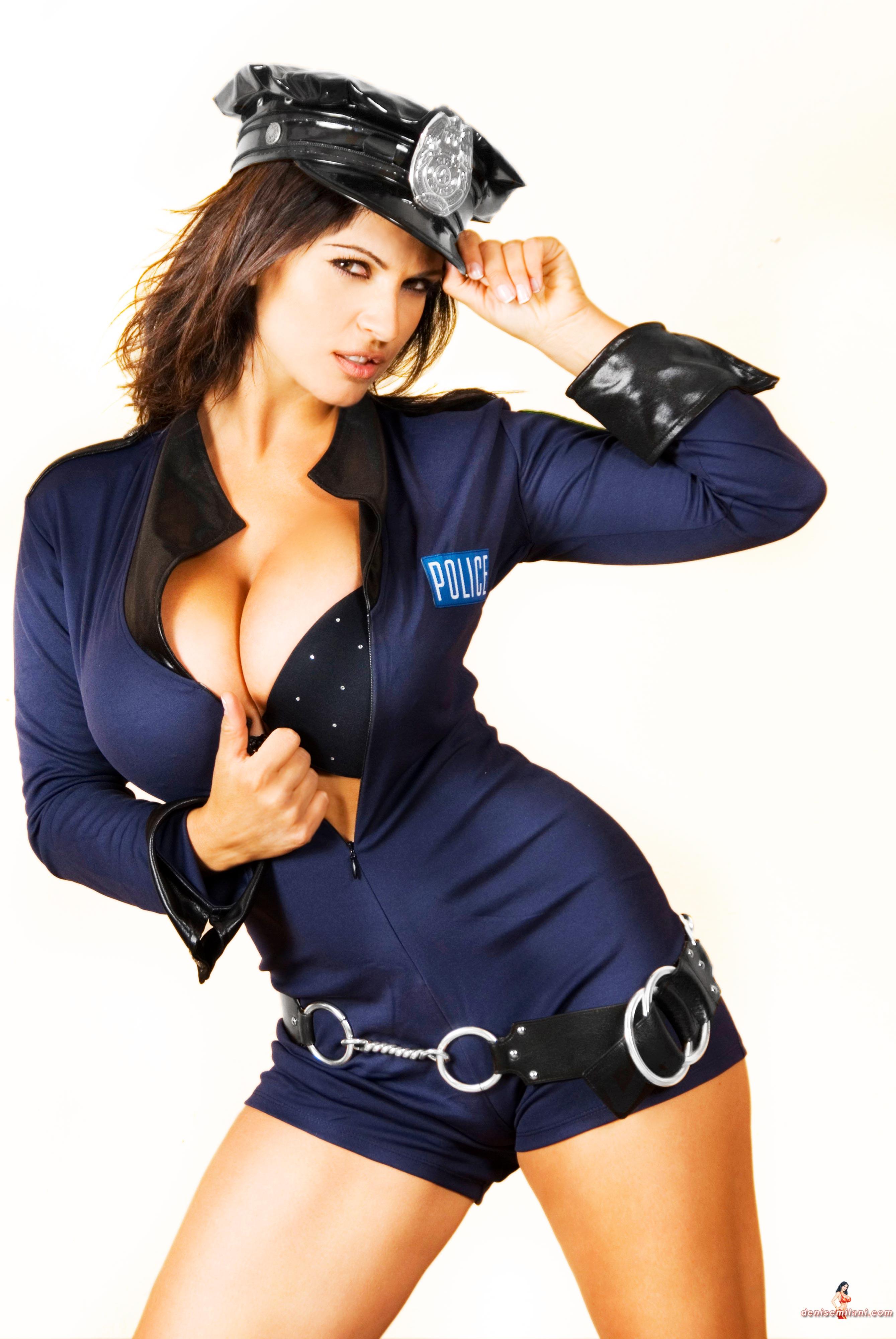 Телку в полицейской форме 20 фотография