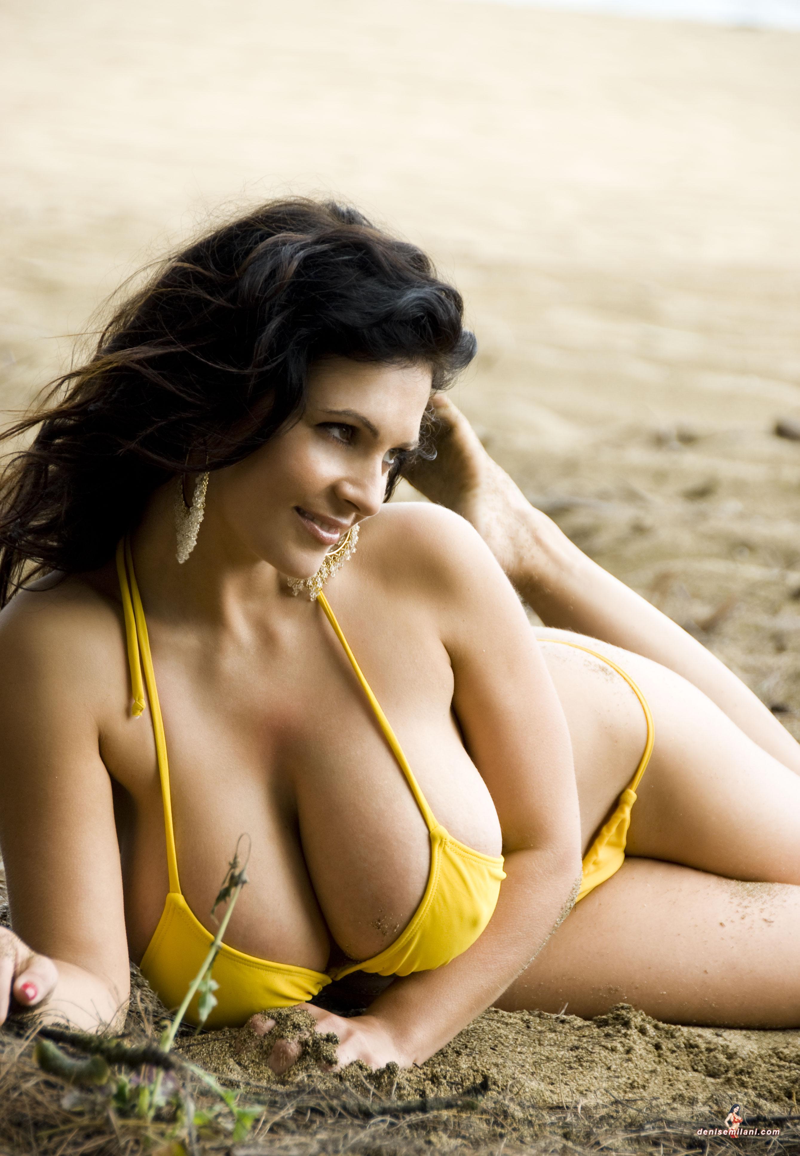 Фото красивых девушек в купальниках с большими грудями 3 фотография