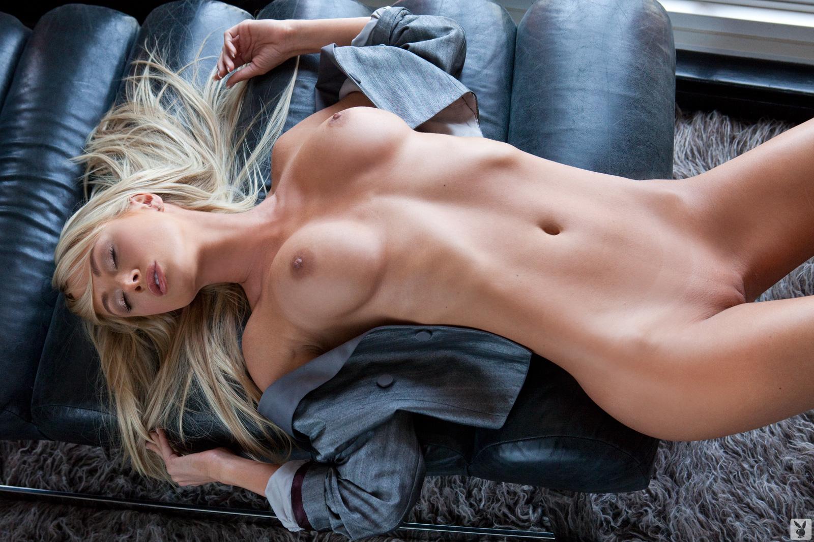 golaya-blondinka-s-imenami