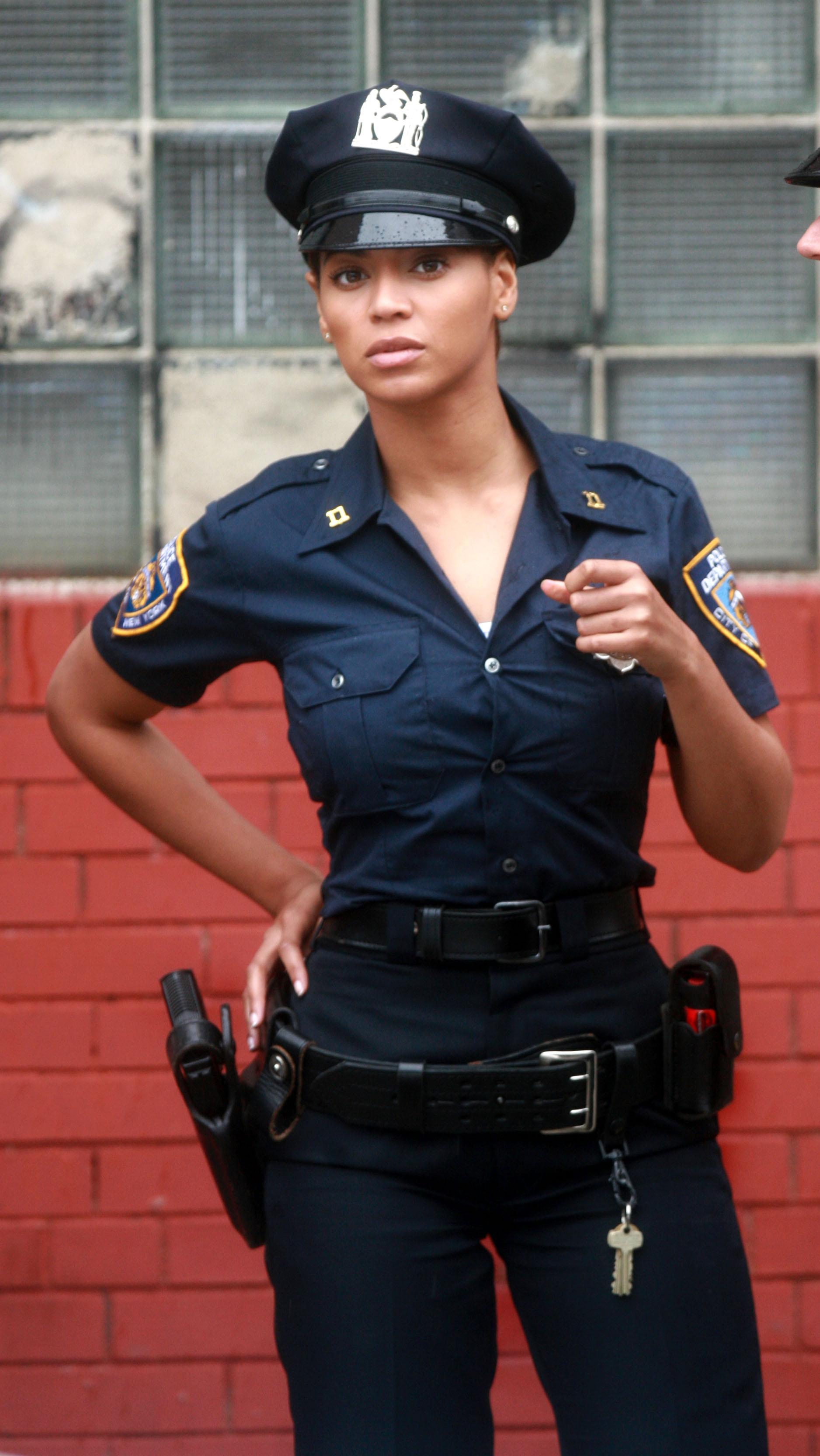 Фото молодых девочек в костюмах полиции 26 фотография